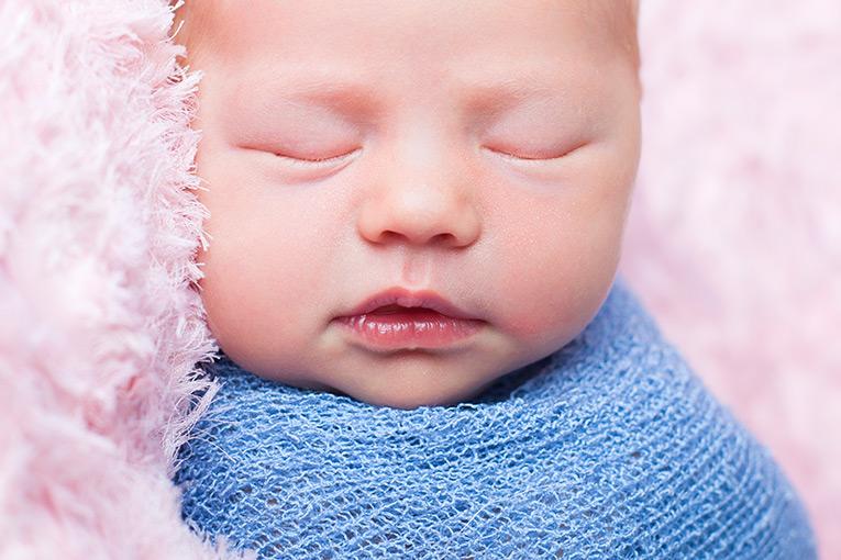Summer Skye & Jonty Prestatyn Family & Newborn Photos (11)